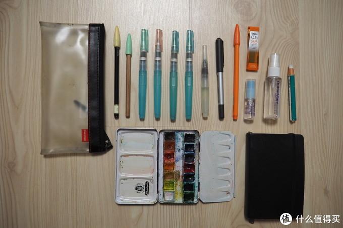 铅笔、自来水笔、签字笔、铅芯、喷水瓶、橡皮、固体水彩和小本本