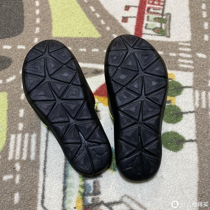 为了明年夏天准备的JORDAN HYDRO 7 V2儿童拖鞋