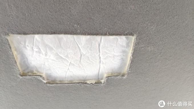 上面那块白色的隔音材料,往车头方向拨一下就好了,不影响,露出车顶铁皮来
