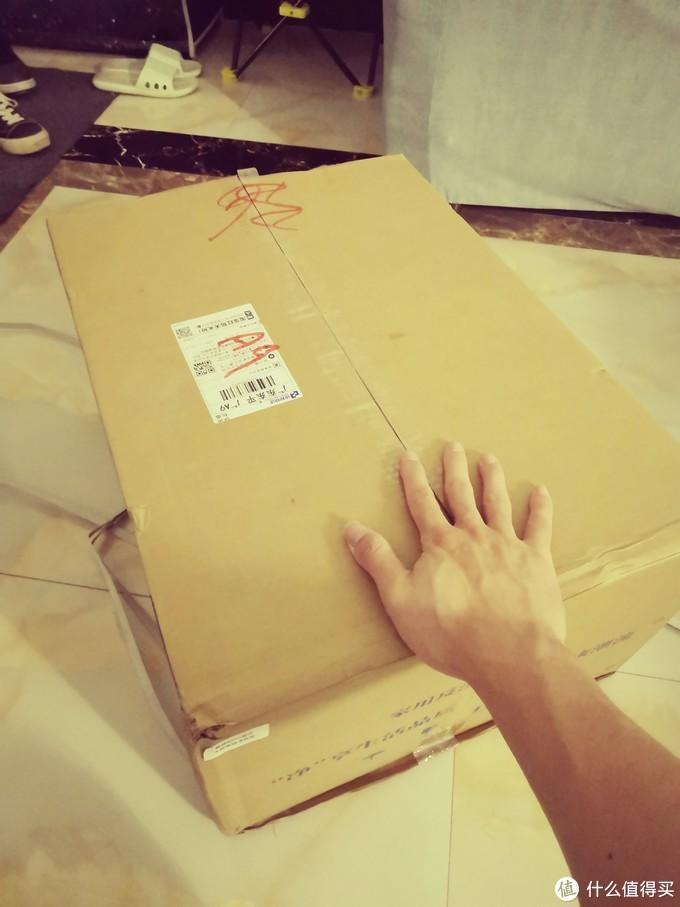 与我的小手比较,这个箱子不算太大