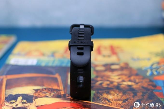 改变了充电方式的荣耀手环5i为何更便宜,它值得购买吗?