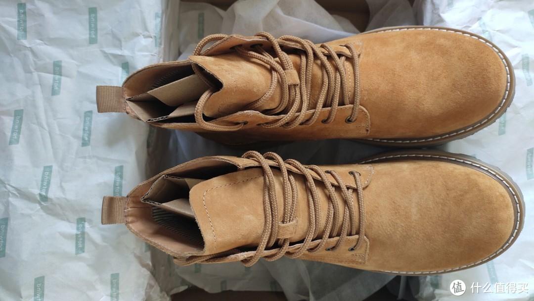 第一次买这种靴子,没经验,感觉还是挺好看的,有视觉拔高的作用