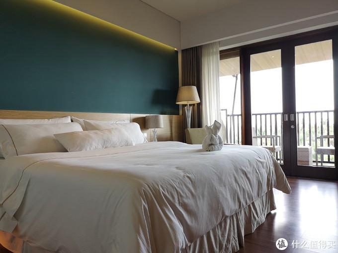 房间带有小阳台,床品和个护用品质量都很好