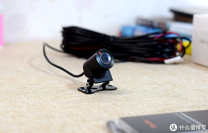 前后双摄为你爱车提供双重行车记录,70迈流媒体后视镜行车记录仪
