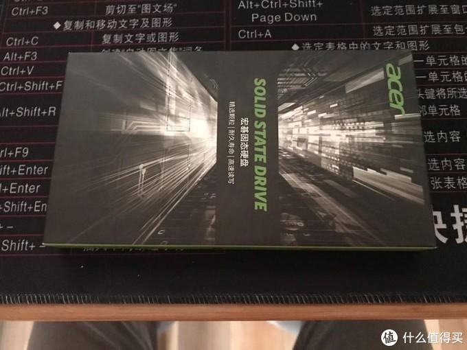 宏碁的SSD,具体性能不知道,价钱还可以。买来升级老电脑够了
