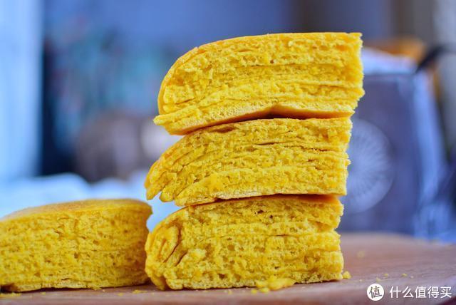 南瓜千层饼这么做,不烙不蒸,不油腻,层数多又多,吃起来更健康