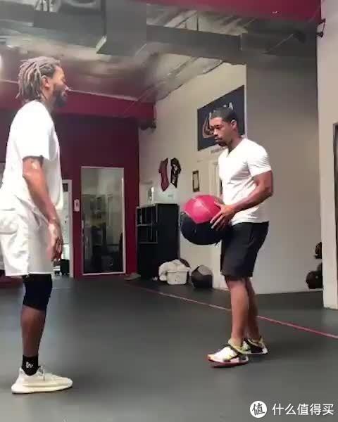 日常健身之最近很火的健身药球!附健身球使用教程!