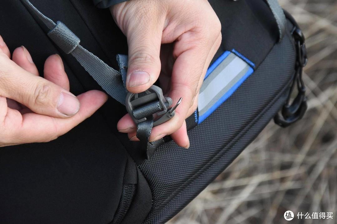 乐摄宝脉动双肩包 BP300 AW,科技数码、运动户外二合一