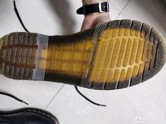 漂泊大半个月的软皮马丁靴,女盆友亲自上脚。