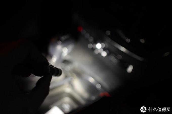 把光放进兜里随身携带:务本 E19笔形手电