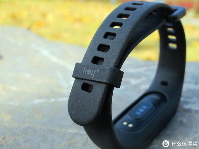 黑加手环1S:能支付能刷NFC能游泳的百元智能手环