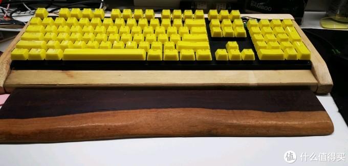 自己diy的全裸松木机械键盘