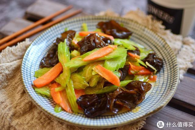婆婆总给公公做这道菜,她说这菜最适合老年人,清肠降压可以常吃