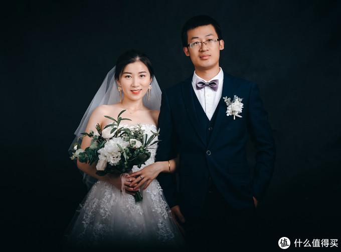 看大龄青年如何自拍婚纱照