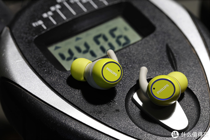 自带杀菌消毒功能,还有这种操作?!飞利浦真无线运动耳机ST702评测
