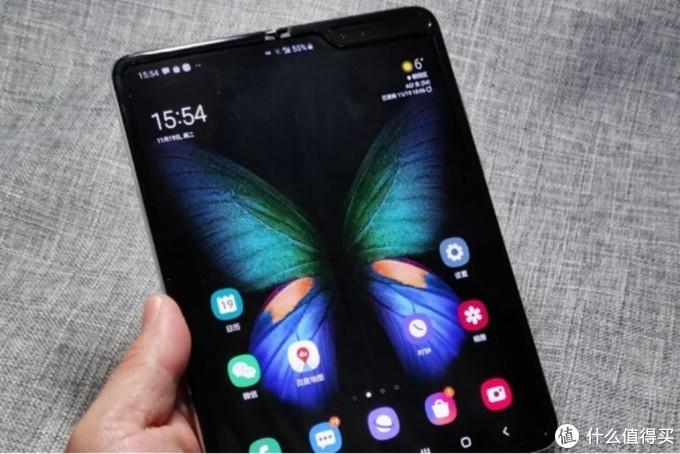 同是折叠屏手机,华为Mate X对比三星,优点不少,但缺点也很明显