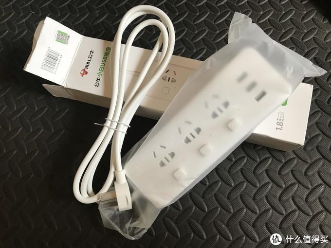 纸盒外包装带防伪帖,打开后只有插排没有其它。