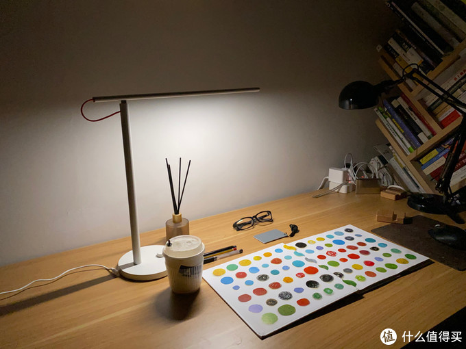 开启小台灯模式,米家台灯1s开箱体验