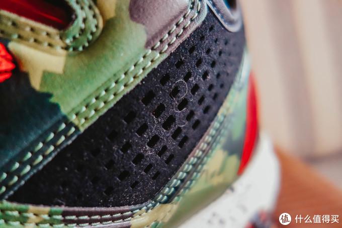 鞋帮是反绒布材质的,有很大的透气孔