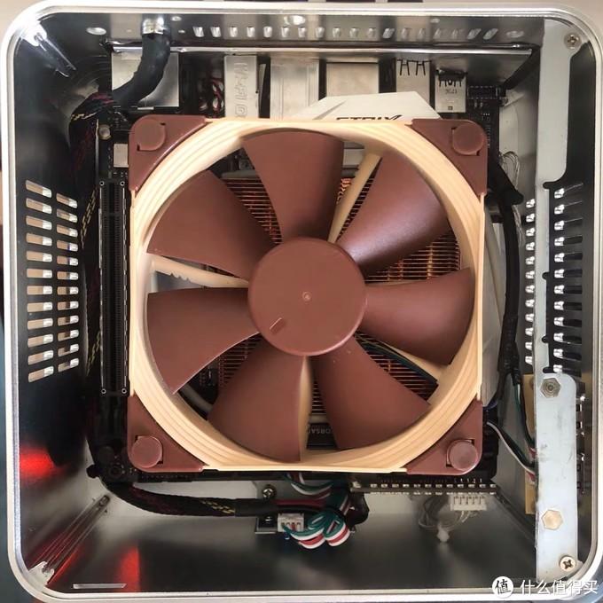 有同志把硬盘架子割掉了,安装更大的散热