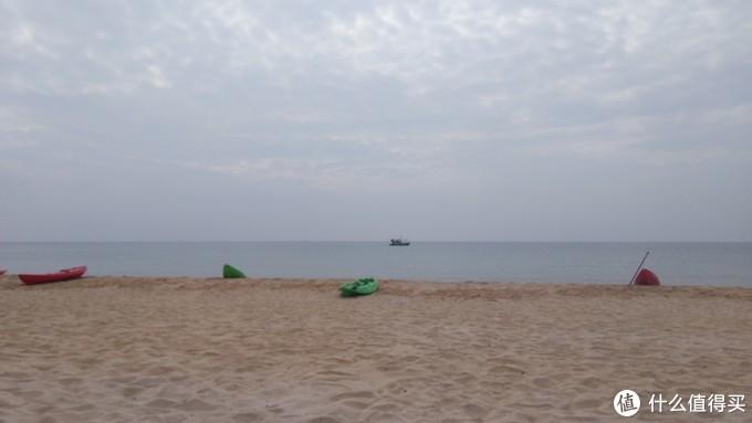 沙滩边的小船,可以自己划船出海