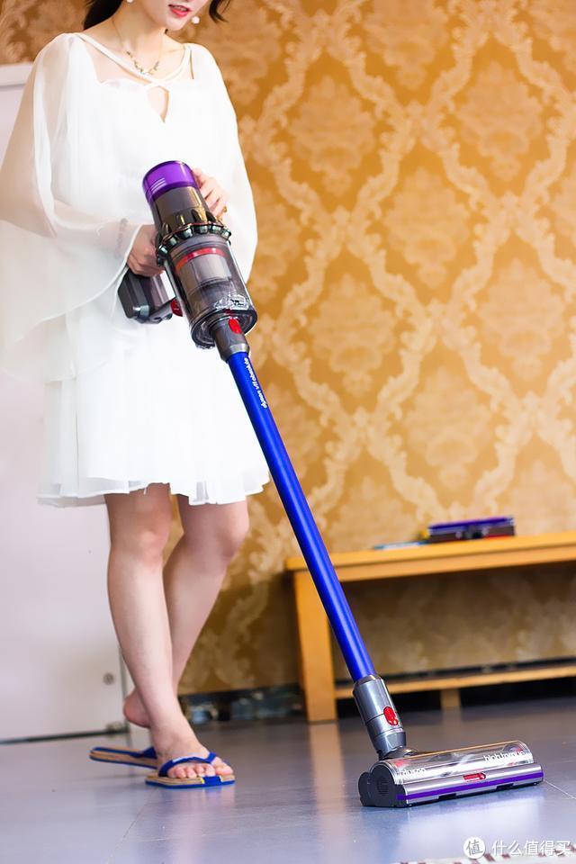 地毯买来了,没吸尘器可不行,媳妇儿非要买戴森