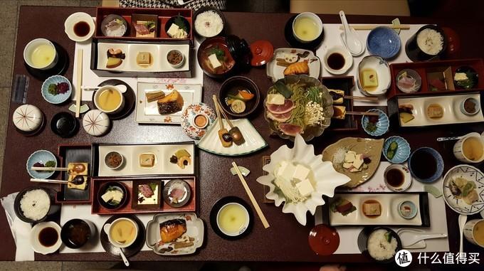菜式丰富、一张桌子摆不下的怀石料理