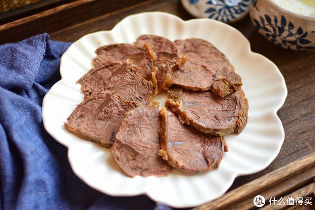 很多人做的酱牛肉不好吃,因为开始就做错了,这么做比饭店还好吃