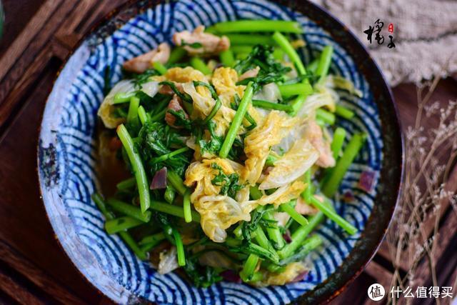 白菜别再腌酸菜了,和它炒才是绝配,越吃越上瘾,尤其适合冬天吃