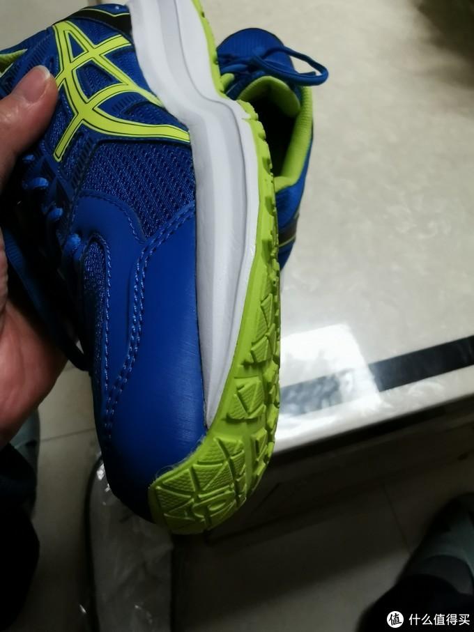 鞋头人体工学设计,贴合