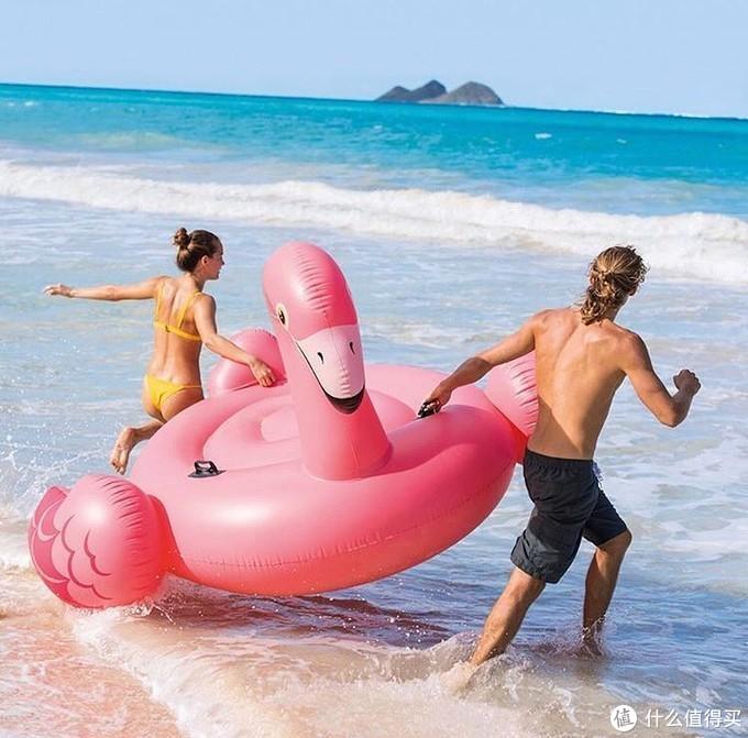 打开户外派对的全新方式,我们给自己造了座水上梦幻乐园