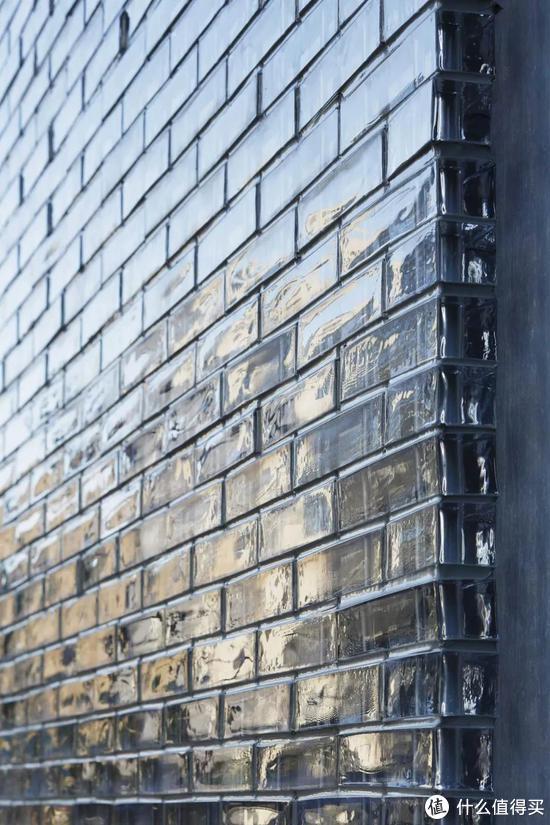 玻璃砖过时了?人家不仅艺术感超强还能隔音
