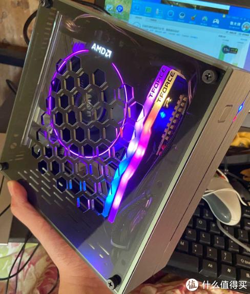 那台漂亮的灯光版ITX