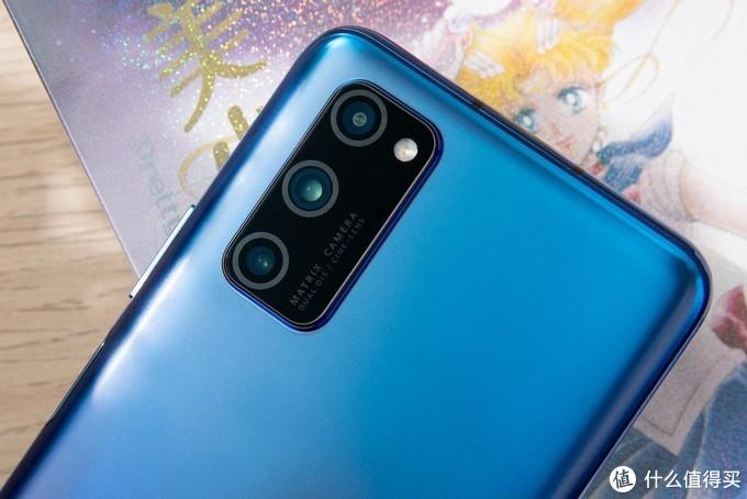 全球首款全系5G手机揭开神秘面纱 荣耀首款5G手机V30 PRO真机实拍
