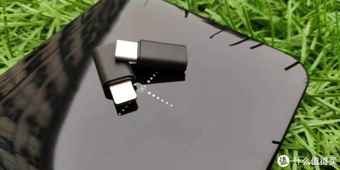 南卡新出小玩物有线无线都能充——南卡移动电源