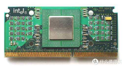 一代经典超频CPU,短命的slot 1接口,很可惜当年什么都不懂,换CPU之前才跳线超到450玩了1天,浪费了
