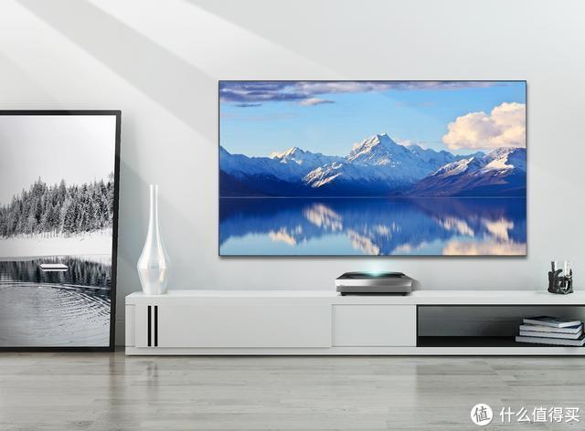 凭借这几个优势,激光电视成为了今年彩电市场的最大黑马