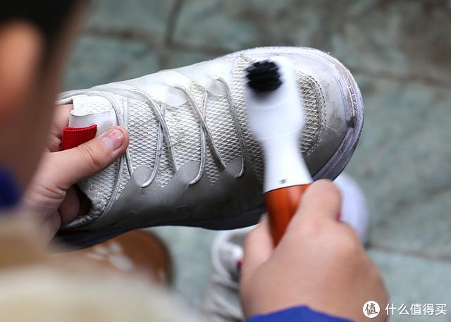 深层清洁快速高效,朴邻声波震动鞋刷让您省心省力