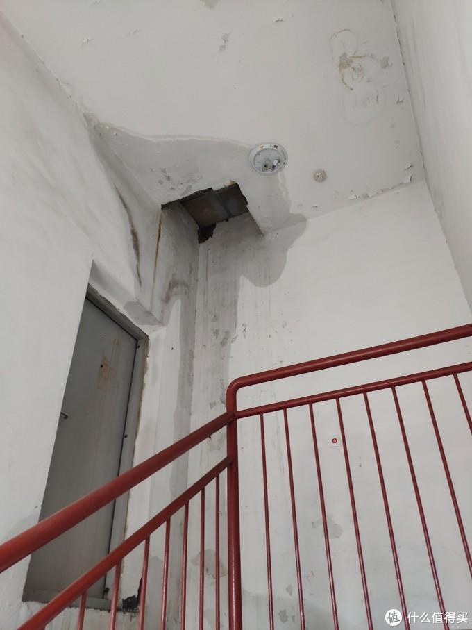 高层顶楼漏水渗水的终极攻略-买房入坑翻修全顶记录(中篇)想省事却陷入更多麻烦