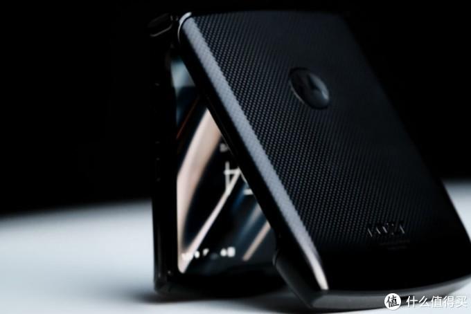 备受关注的摩托罗拉Razr折叠手机,相比华为MateX,这些缺点不能忽视