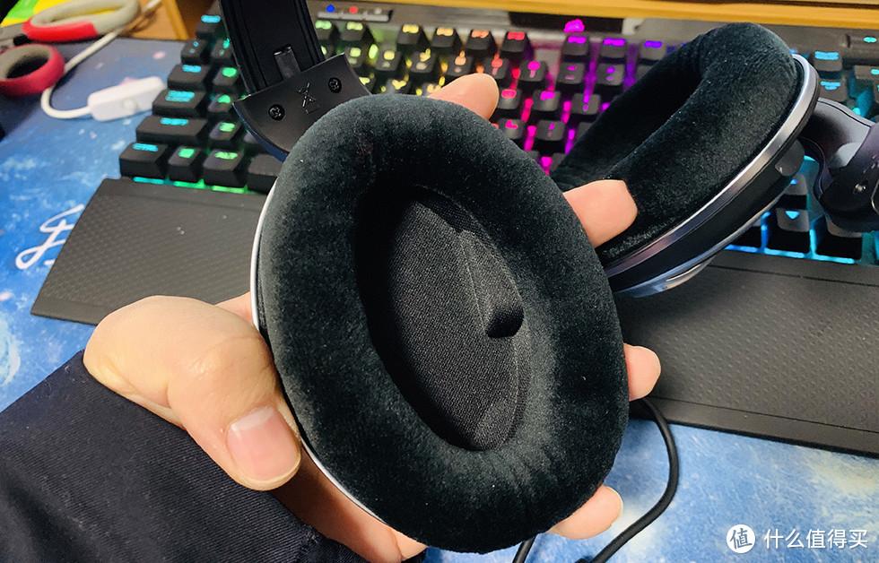 耳罩部分很大,没有压迫感,很舒服