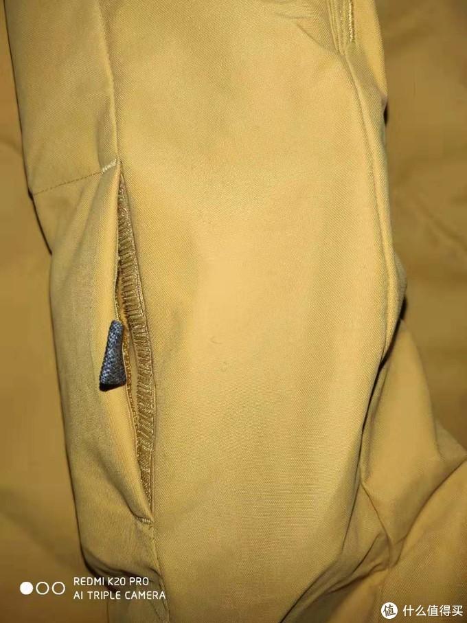 袖子上的证件袋,方便滑雪时拿取