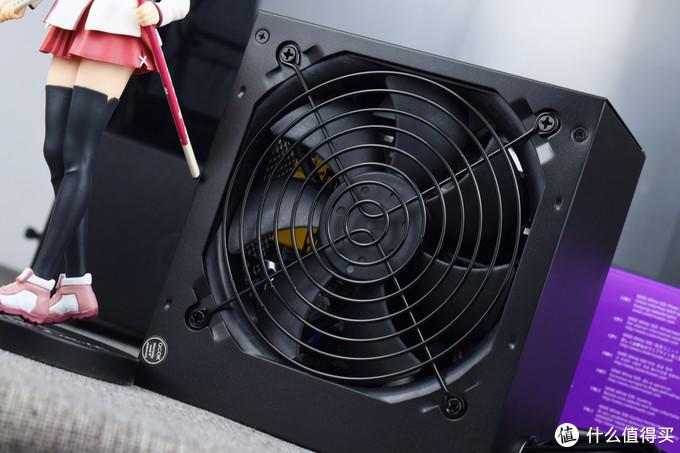 电源身材较短,符合英特尔ATX2.52尺寸要求