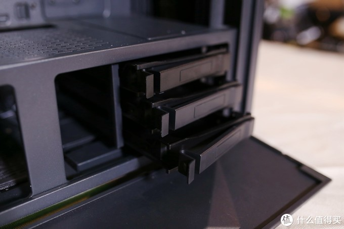 精巧的设计与高颜值并重,联力鬼斧机箱装机简测