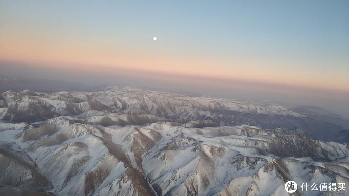 飞机飞越天山时拍的