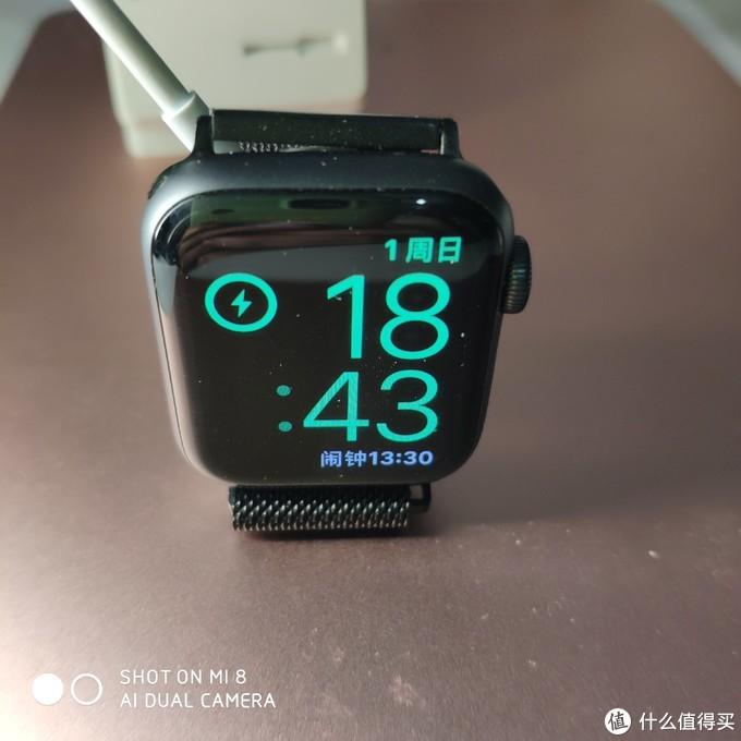 爱否AppleWatch硅胶支架手表充电支架底座iWatch复古创意卡通桌面