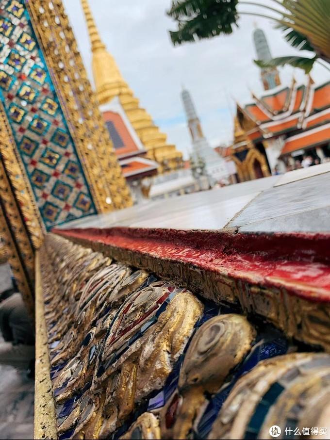 金碧辉煌的玉佛寺围廊