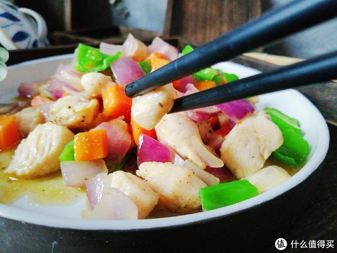 比宫保鸡丁更好吃的鸡丁做法,掌握两个关键步骤,鲜美香滑嫩出汁