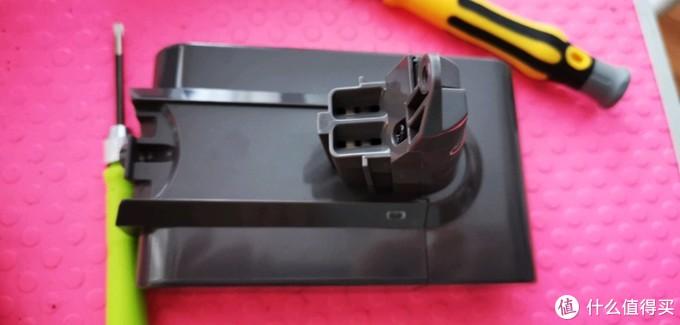 一分钟拯救戴森吸尘器v6版,手动更换电池教程