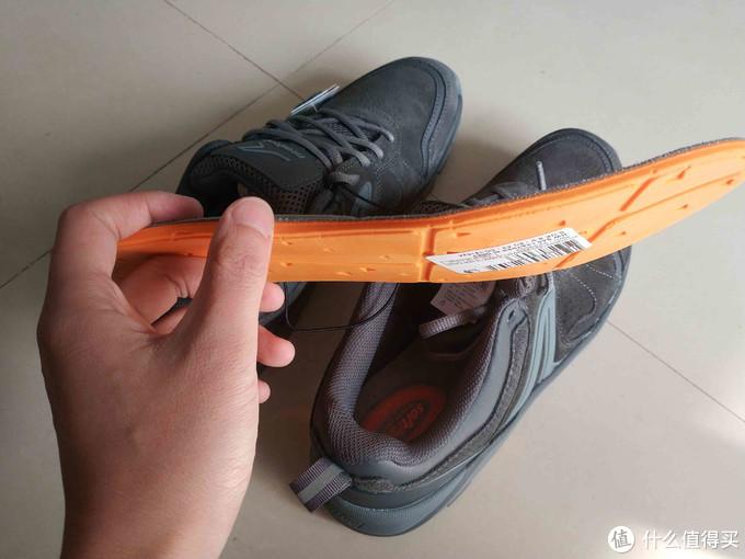 鞋垫可以抽出来,两层的结构
